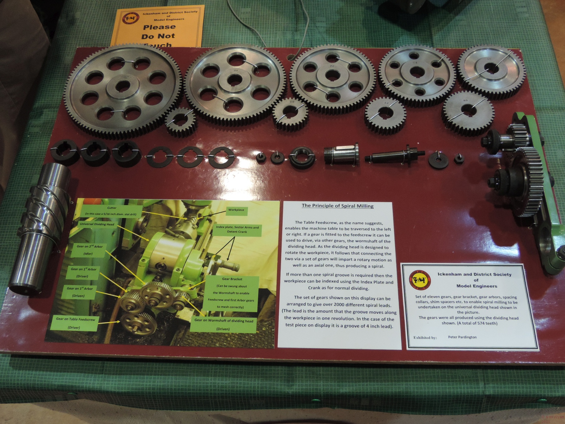 A gratuitous picture showing some gear wheels probably not produced with the aid of an HV6.